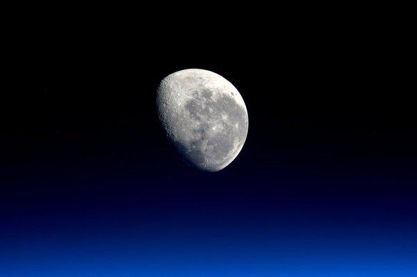 «Лунные камни», никогда прежде не испытывавшие влияния земной атмосферы, будут распределены среди 9 групп исследователей из США