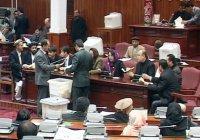 В парламенте Афганистана несколько недель не могут выбрать спикера
