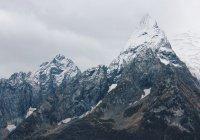 Альпинисты совершают массовое восхождение на Эльбрус