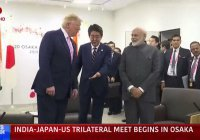 Оригинальное рукопожатие Трампа с премьерами Японии и Индии обсуждают в сети (Видео)