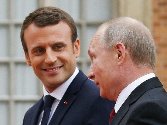 Президент Франции принял приглашение Владимира Путина посетить Москву.