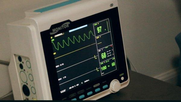 Хотя перечисленные признаки могут напрямую не указывать на проблемы с сердцем, при их наличии рекомендуется обращаться к доктору