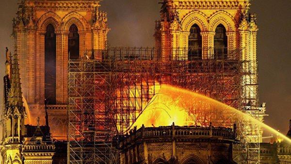 Пожар в Нотр-Даме произошел 15 апреля.