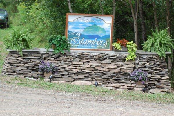 В поселке Исламберг проживает порядка 200 человек