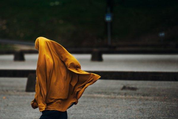 59% материалов выставляют мусульман в отрицательном свете и ассоциируют их с деструктивным поведением (Фото: Janko Ferlič/Unsplash)