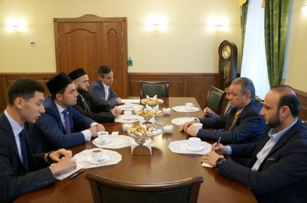 Встреча состоялась при участии ректора Болгарской исламской академии Данияра Абдрахманова, проректора по учебной части БИА Рамиля Адгамова