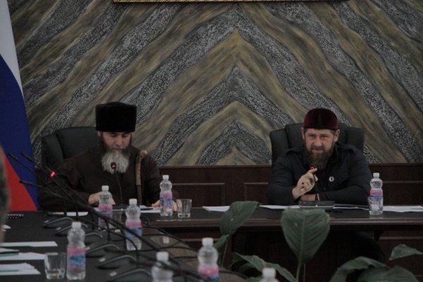 Межиев и Кадыров на совещании.