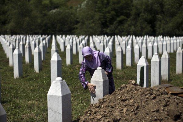 Жертвами геноцида стали 8 тысяч мусульман.