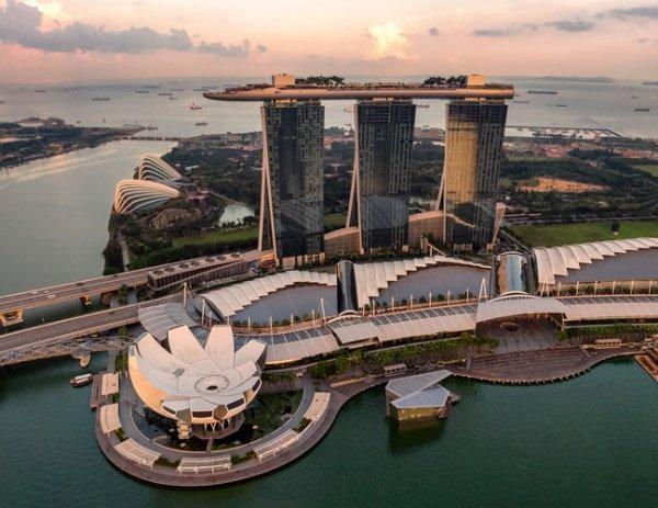 Сингапур уверенно демонстрирует возможности по управлению судоходством (Фото: Hu Chen/Unsplash)