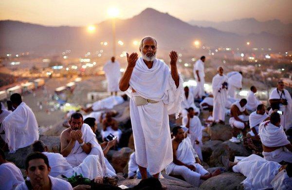 Почему хаджии должны облачаться в белый ихрам?