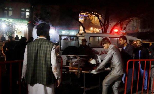 Жертвами теракта стали, по меньшей мере, пять человек.