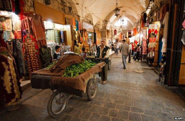 Рынок Сакатыя восстановили после боевых действий.