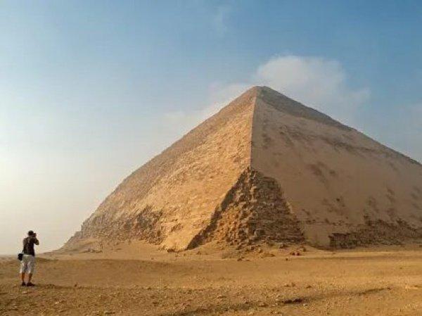 Ломаная пирамида официально открылась для туристов.