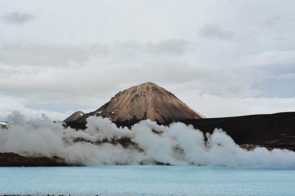 Пока непонятно, какие именно извержения вулканов влияли на эволюцию организмов и окружающую среду в палеозойскую эру (Фото: Casey Callahan/Unsplash)
