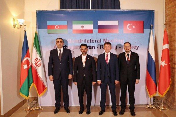 Министры четырех стран на заседании в Тегеране.