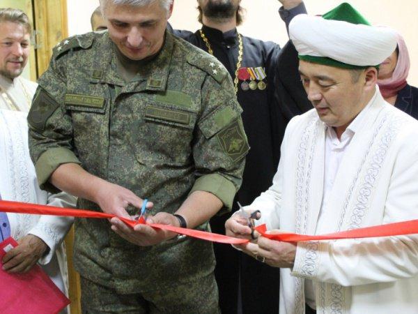 Военнослужащие-мусульмане получили возможность молиться на территории воинской части.