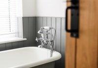 Жительница Великобритании ослепла, принимая душ в линзах