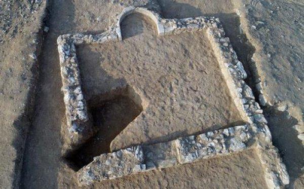 Руины древней мечети.