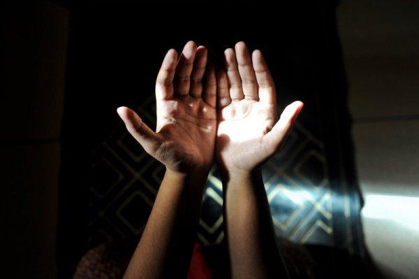 Покаяние после намаза (Фото: Ata Mohammad Adnan/Getty Images)