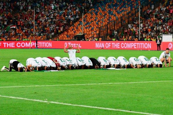 Игроки сборной Алжира после победы в Кубке Африки.