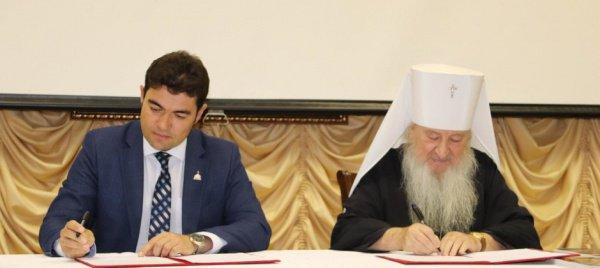 Данияр Абдрахманов и митрополит Казанский и Татарстанский Феофан.