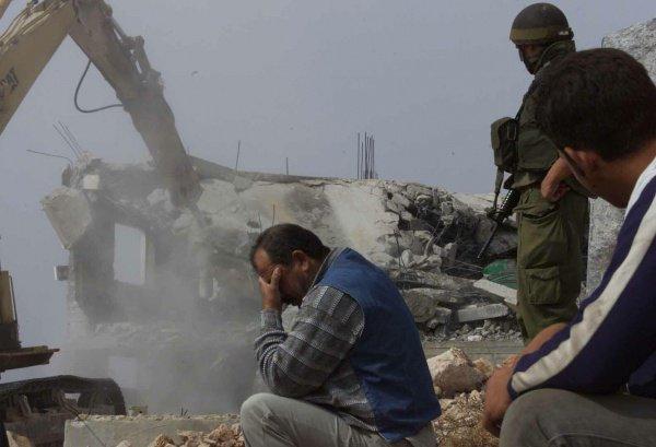 Израильские власти приступили к сносу домов палестинцев.