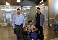 Иракский мальчик, потерявший ногу на американской мине, прибыл в Москву
