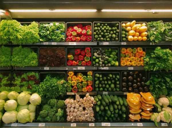 Представители супермаркетов заявили, что готовы помочь страдающим от жары покупателям охладиться (Фото: nrd/Unsplash)