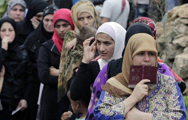Сирийцы продолжают возвращаться на родину.