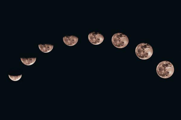 Материал, накапливающийся в мелких кратерах на Луне, содержит миллионы тонн льда (Фото: Sanni Sahil/Unsplash)