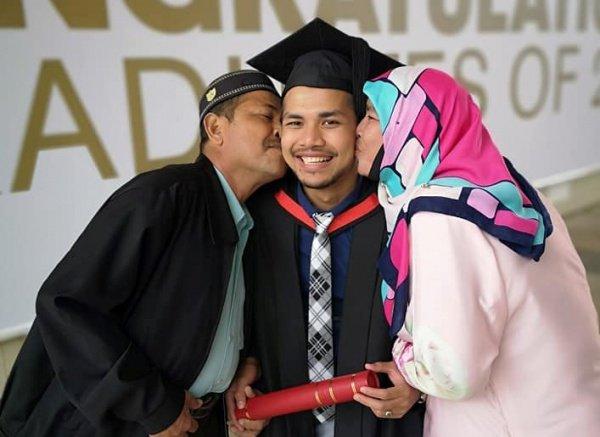 Трогательная история студента из Малайзии покорила интернет