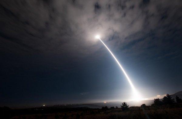 Испытания ракеты прошли ночью.