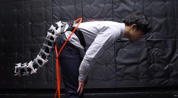 Arque — роботизированный хвост, пристегивающийся к талии и управляющийся специальной программой