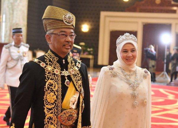 Новый король Малайзии с супругой.