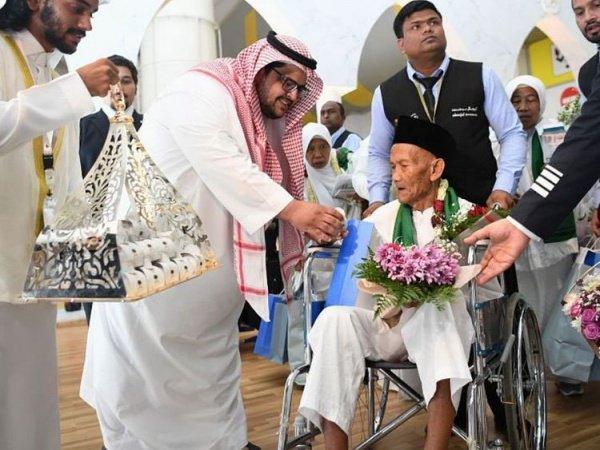 В Саудовской Аравии встретили самого пожилого паломника