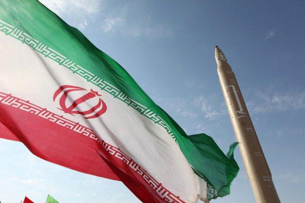 Глава МИД Ирана пригрозил полностью выйти из ядерной сделки.