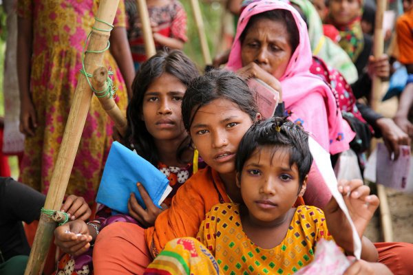 В лагерях беженцев в Бангладеш проживают до 600 тысяч рохинджа.