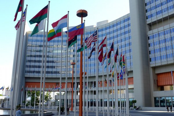 Скандал, связанный с деятельностью сотрудников служб ООН, отрицательно сказывается на ее репутации в целом и вызывает сомнения в ее беспристрастности.
