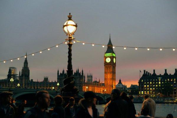 Порядка 126 млн. граждан (8,6% всех пассажиров на планете) Соединенного Королевства отправлялись в заграничные поездки самолетом