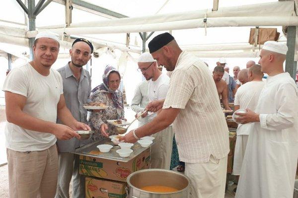Татарстанских хаджиев угостили мясом курбан