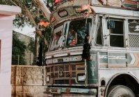 В Индии в реку упал школьный автобус