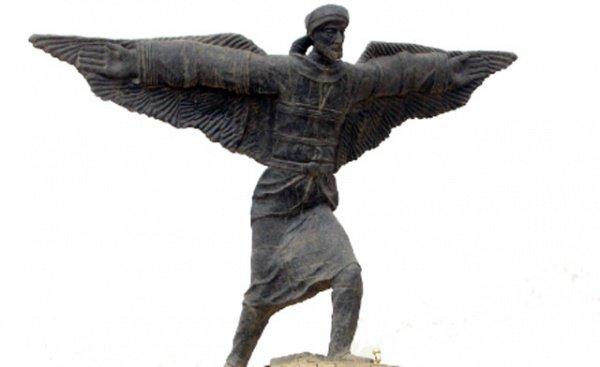 Андалузский ученый Аббас ибн Фирнас - изобретатель, инженер, воздухоплаватель, медик, поэт и музыкант.