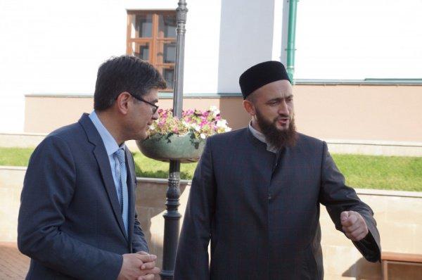 В завершение переговоров Камиль хазрат Самигуллин заверил, что ДУМ РТ открыто для сотрудничества с консульством
