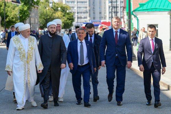 Гостей встретил муфтий Татарстана Камиль хазрат Самигуллин (Фото: Пресс-служба президента Татарстана)