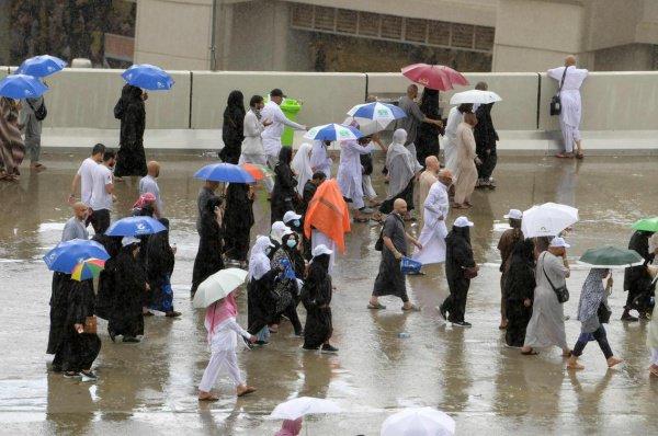 Паломники называют дожди дополнительным благословением в период хаджа