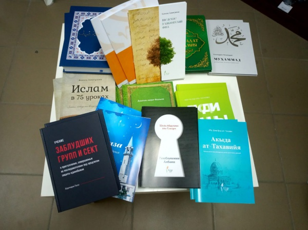 Всего было передано порядка 100 экземпляров книг