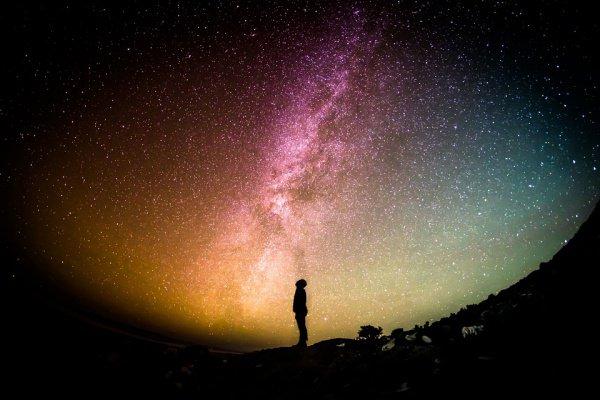 «Поистине, Мы украсили ближайшее небо [Вселенную] красотой звёзд» (Сура «ас-Сафат», аят 6).