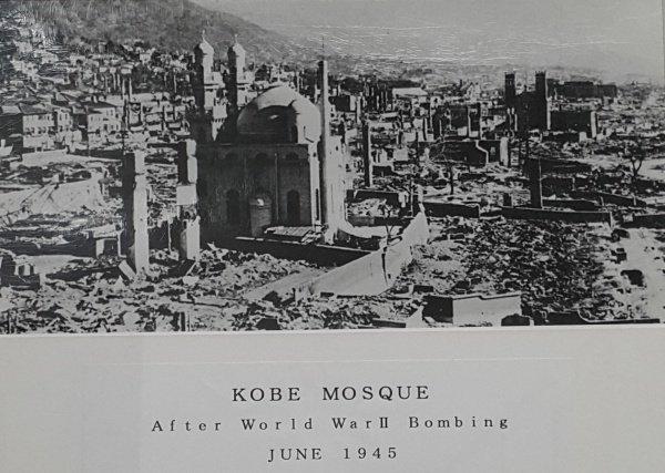 Мечеть уцелела после бомбардировок во время Второй мировой войны.