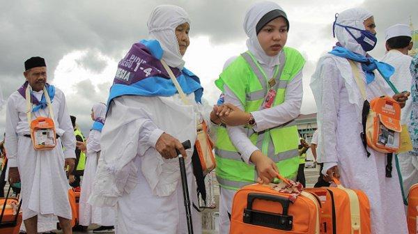 Паломница из Индонезии копила на хадж 26 лет, продавая... мусор