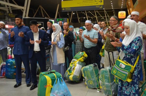 Первая группа хаджиев вернулась в Казань